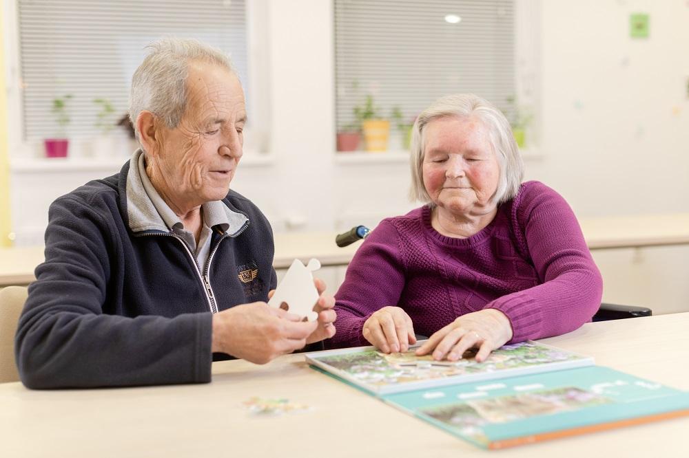 Zakaj spreminjanje navad varuje pred demenco in kognitivnim upadom?